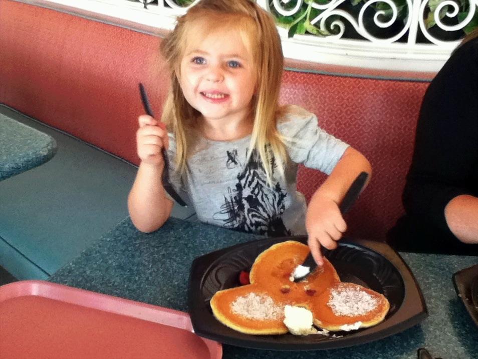 Emma-Disneyland-Micke-y-pancake-one-degree.jpg